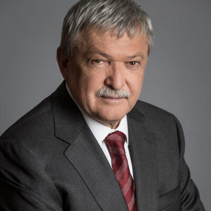 Dr. Csányi Sándor