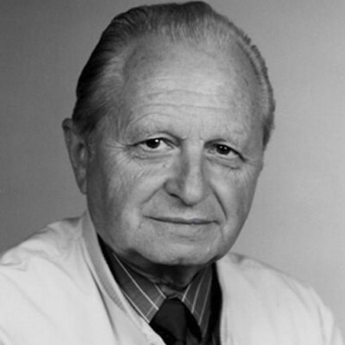 Dr. Sáringer Gyula